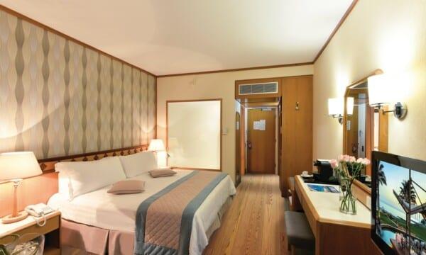 21 PIONEER BEACH HOTEL SUPERIOR ROOM LV