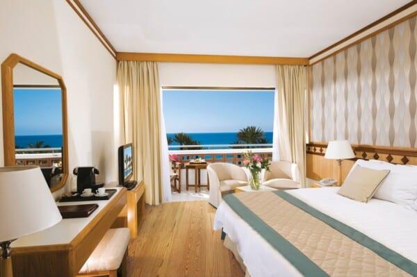 22 PIONEER BEACH HOTEL SUPERIOR SV