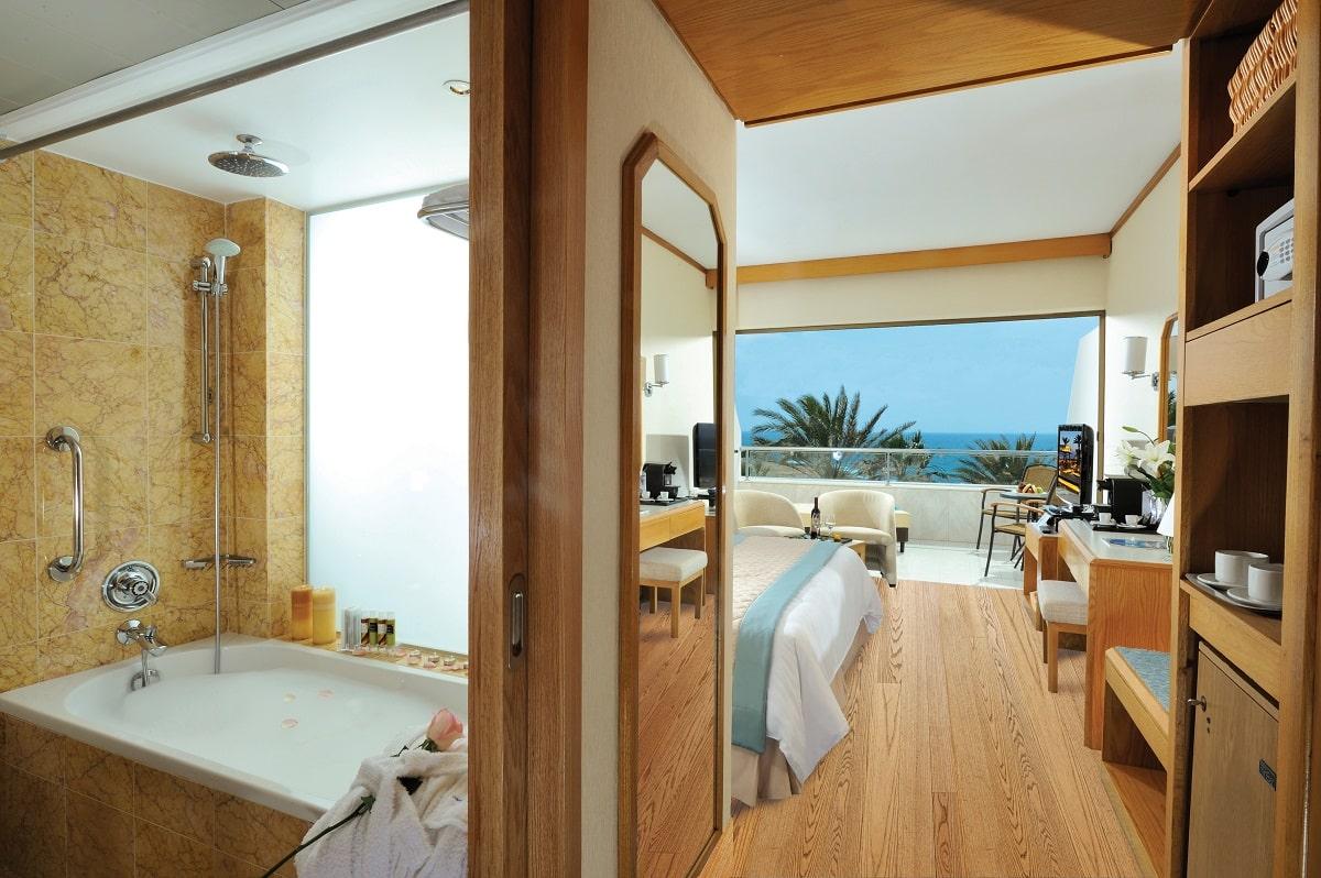 26 PIONEER BEACH HOTEL EXECUTIVE SUITE