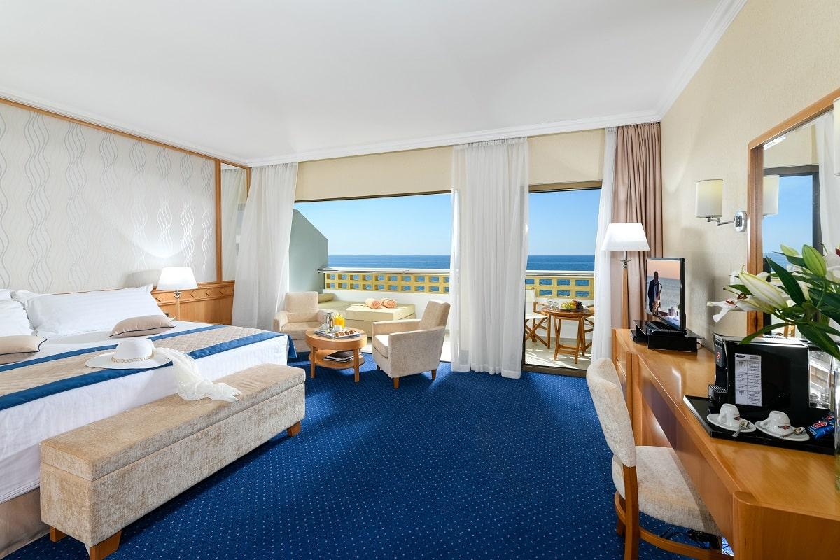29 PIONEER BEACH HOTEL JUNIOR SUITE SV