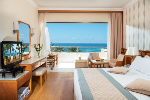 25 PIONEER BEACH HOTEL SUPERIOR DELUXE ROOM SV