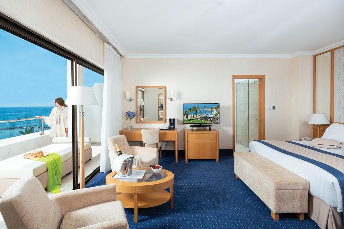 29 PIONEER BEACH HOTEL EXECUTIVE JUNIOR SUITE FRONT SV